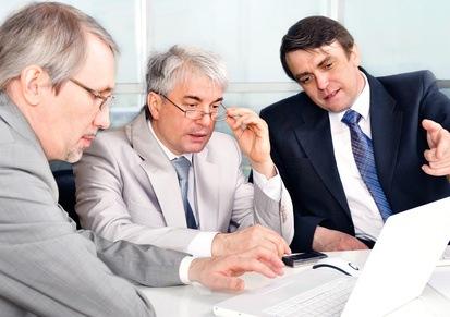 f041de54294 Portrait of three businessmen at the computer. Le secrétaire du comité  d entreprise ...